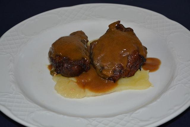 Restaurante-los-Caballos-Alora-Malaga-carrilleras a la miel-min cocina tradicional