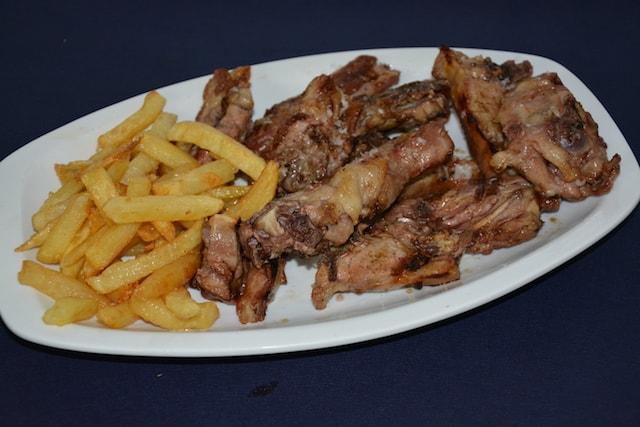 Restaurante-los-Caballos-Alora-Malaga-chivo lechal algarbia troceado-min cocina tradicional