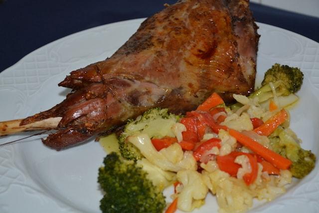 Restaurante-los-Caballos-Alora-Malaga-pierna de chivo lechal-min cocina tradicional