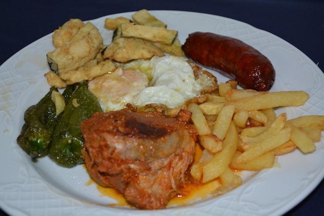 Restaurante Los Caballos Álora Málaga cocina tradicional plato de los montes
